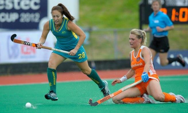 Netherland's Sophie Polkamp of the Netherlands and Hope Munro of Australia