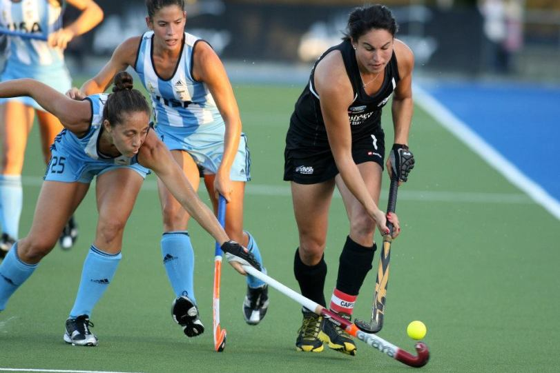 kayla sharland, a field hockey player from new zeland in action against argentina