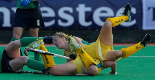 10 best pictures in field hockey #1 - So, did anyone find the ball?